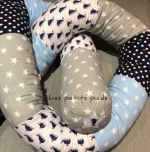 Bettschlange hellblau dunkleblau hellgrau Wale