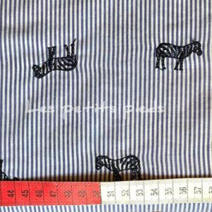Baumwolle - Streifen Zebra bestickt blau / weiss