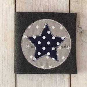 CD Hülle dunkelblau Punkte mit appliziertem Stern
