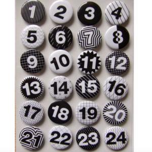 Adventskalenderzahlen 1-24 Buttons - schwarz / weiss